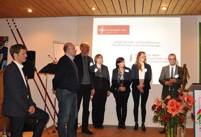 Stiftungsrat v. l.: Herr Tobias Terworth (Vorsitzender), Herr Dr. Thomas Swiderek, Herr Prof. Dr. Reinhard Wiesner, Sr. Irene Schrüfer CJ, Frau Birgit Berger, Frau Prof. Dr. Katrin Löhr (Stellvertr. Vorsitzende), Herr Peter Huyeng (Stiftungsvorstand und Leiter der Gesamteinrichtung)